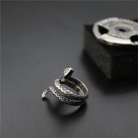 GOTHIC VIPER RING A025